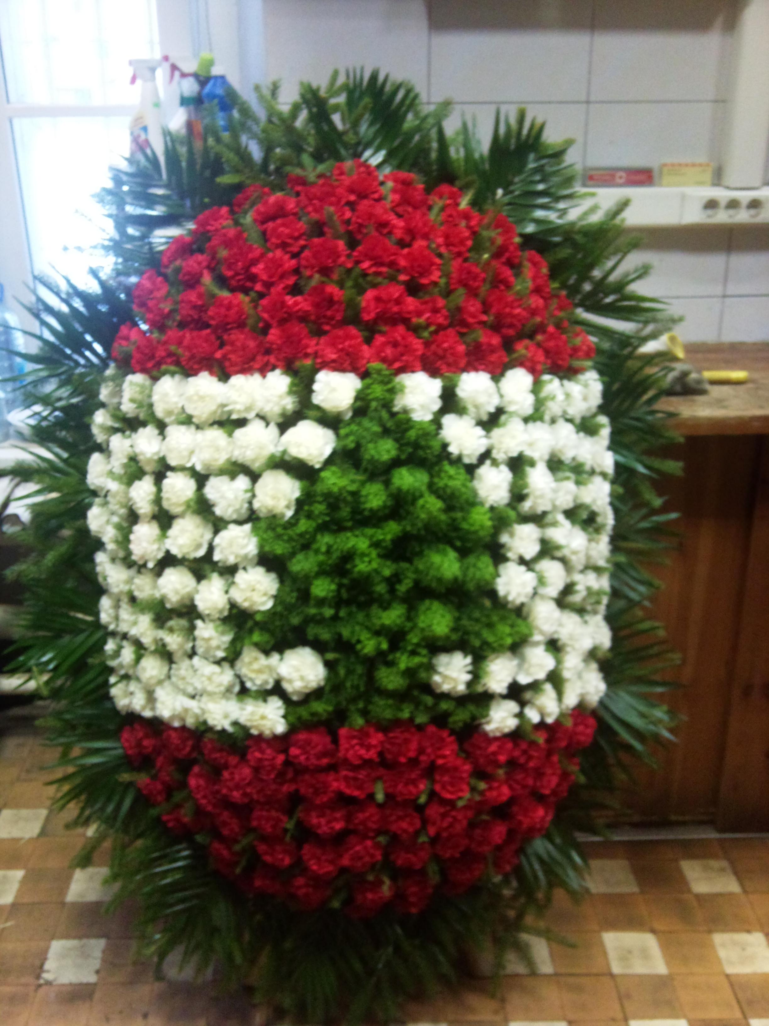 Фото венков из живых цветов